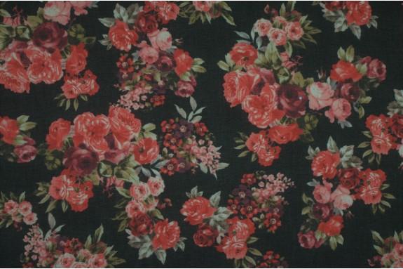 Mousseline noire roses rouges