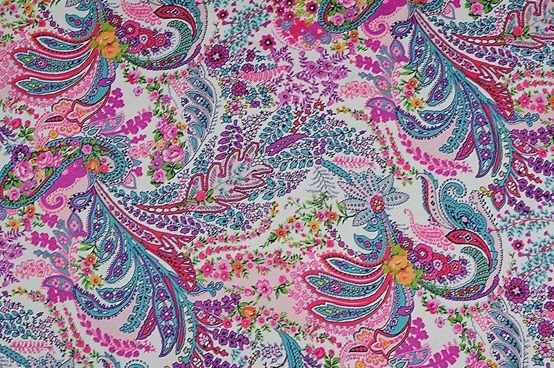 Satin imprimé motifs cachemires fuchsias violets
