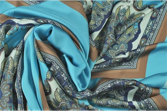 Satin lavé turquoise motifs placés