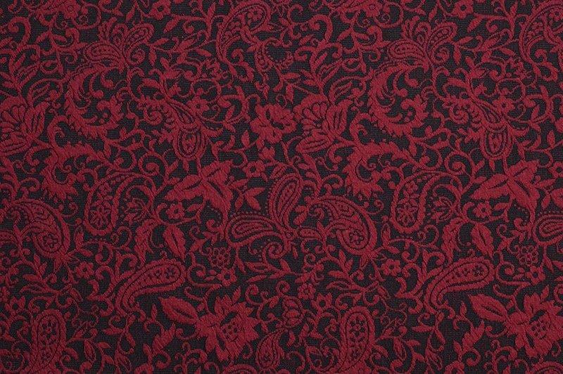 Maille tricot noir et rouge bordeaux
