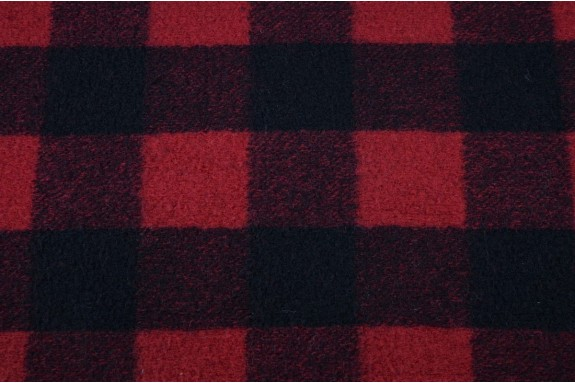 Lainage à carreaux noirs et rouges